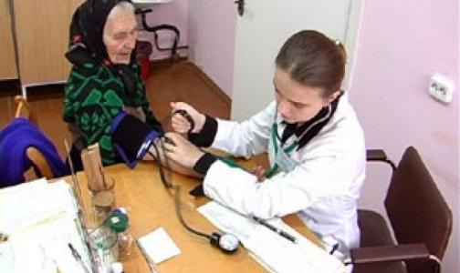 Путин поручил Минздраву подумать о зарплатах сельских врачей