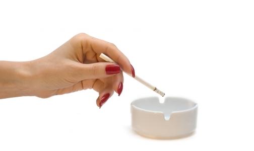 Женщинам курить опаснее, чем мужчинам