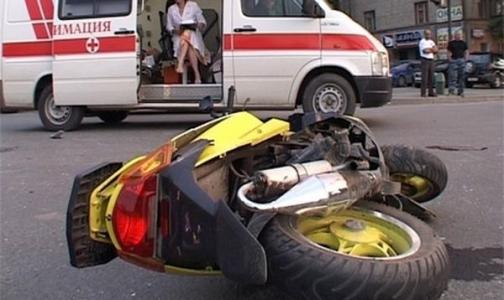 Два подростка разбились на скутере, оба в тяжелом состоянии в городских больницах