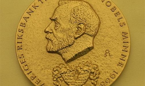 Нобелевскую премию по медицине присудили трем ученым. Но получат ее только двое