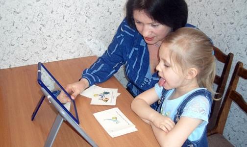 Когда петербургским логопедам и школьным врачам увеличат зарплату?