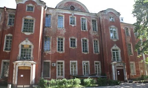 Больница им. Петра Великого: койки сокращаются, здания реконструируются