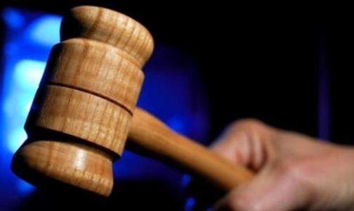 Петербургский врач предстанет перед судом за взятку и подлог