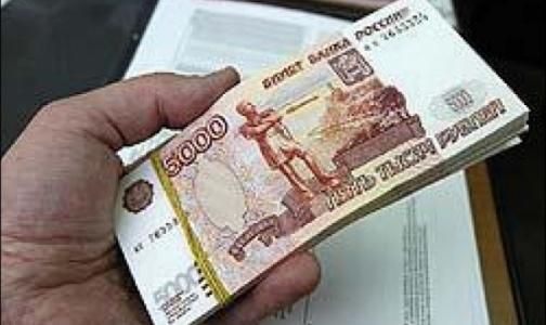 Базовый оклад врача вырастет в этом году до 10 тысяч рублей