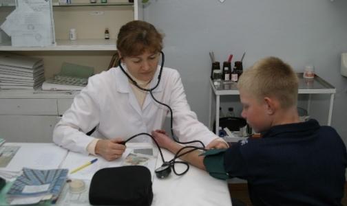 Обещанные надбавки школьные врачи не получат и в новом учебном году