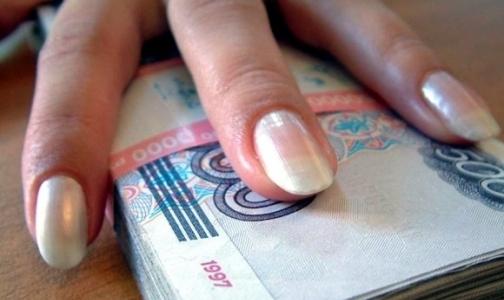 В Петербурге главврач противотуберкулезного диспансера 4 года получала зарплату за восьмерых «сотрудников»