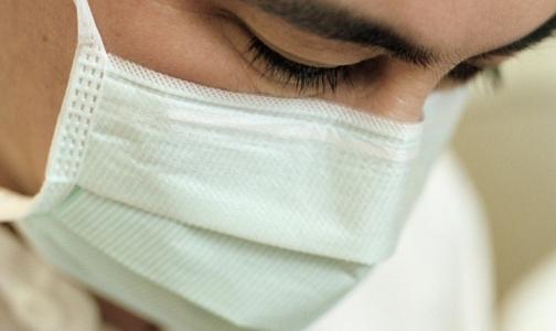 Петербуржец угрожал заточенным карандашом сотруднице «неотложки» за то, что медики слишком долго ехали к ребенку