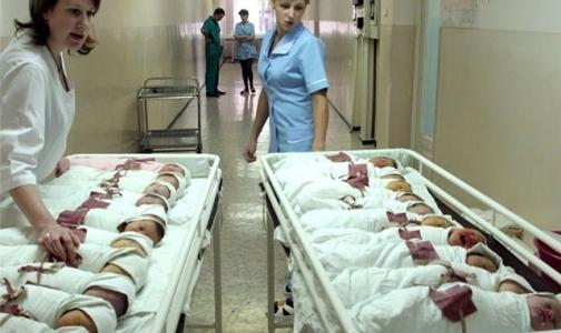 Почему закрываются и не открываются роддома в Петербурге