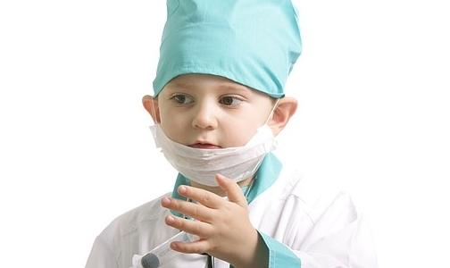 Родители хотят видеть своих детей врачами с зарплатой юриста
