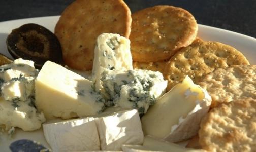 Сыр с плесенью защищает от инсульта