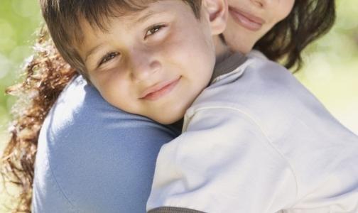 ВИЧ-инфицированные требуют у правительства разрешения на усыновление детей