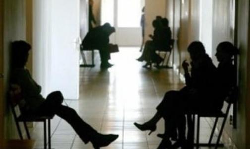 Петербуржцы пожаловались на очереди и недоступность врачей в районных поликлиниках