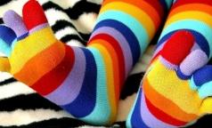 Наденьте цветные носки — поддержите людей с синдромом Дауна