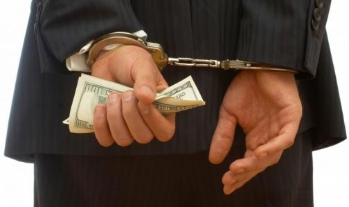 Врач петербургской поликлиники пыталась получить взятку в 10 тысяч рублей. Но ее задержали