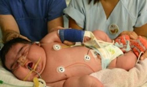 Женщина смогла самостоятельно родить шестикилограммовую дочь