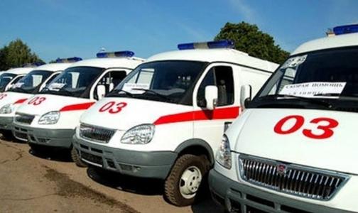 У Смольного столпились десятки машин «Скорой помощи»