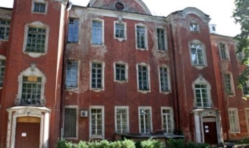 Руководство больницы Петра Великого не согласно с мнением сотрудников о размерах зарплаты