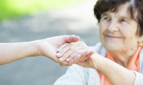 Медперсоналу стационарных учреждений для пожилых пообещали прибавку к зарплате