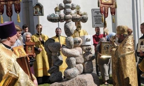 В Петербурге освятили памятник врачам и учителям