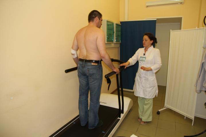В петербургской поликлинике болезни позвоночника выявляют на беговой дорожке
