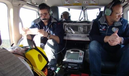 Петербуржцу, разжигавшему дрова, понадобилась эвакуация на санитарном вертолете