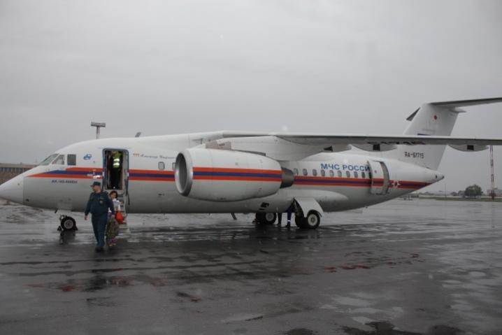 Самолет МЧС доставил двух новорожденных из Крыма на лечение в Центр им. Алмазова
