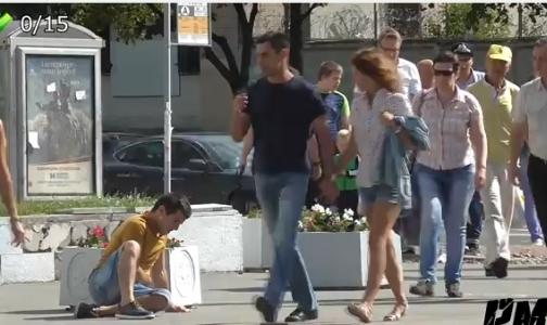 Россияне не подойдут на улице к человеку, которому стало плохо, показал видеоэксперимент