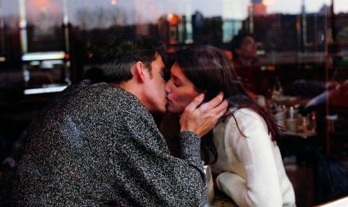 Через поцелуи распространяются бактерии, но это хорошо