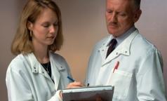 Преподавателям вузов и научным работникам разрешат лечить пациентов, обучая студентов