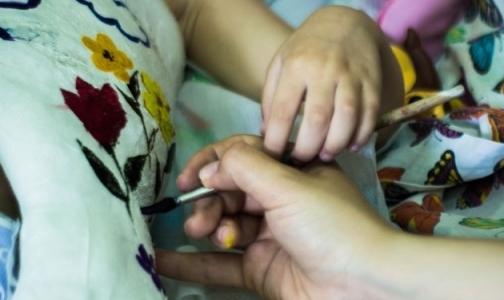 Художники разрисовали гипсы пациентов НИИ им. Турнера