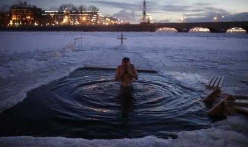 Петербуржцы готовятся окунуться в крещенские купальни