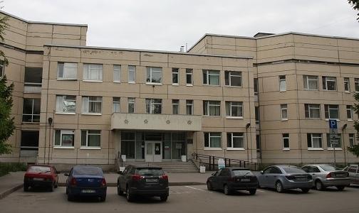 Упавший на крыльце поликлиники петербуржец получит 500 тысяч рублей компенсации