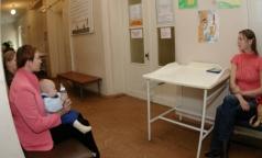 Петербуржцев просят оценить лечение в городских поликлиниках
