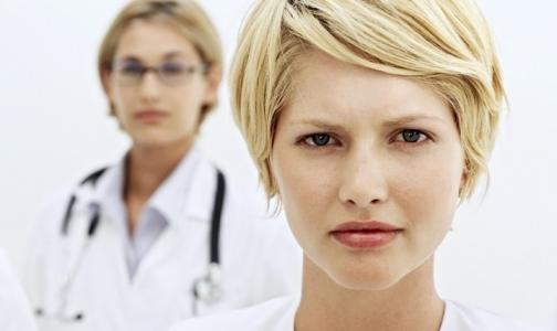 За 3 месяца заработки петербургских врачей уменьшились, а медсестер - выросли