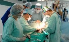 Российские хирурги провели уникальную трехкомпонентную операцию на сердце