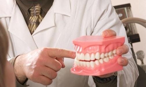 Причину развития колоректального рака нашли на зубах