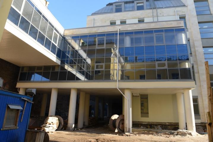 В новом корпусе Мариинской больницы заканчивают отделочные работы