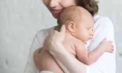 Женщин обеспечат местами для кормления детей грудью на работе