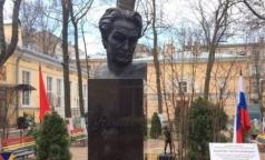 В детской больнице святой Марии Магдалины открыли памятник известному хирургу