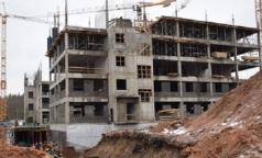 В Гатчине ускорили строительство перинатального центра