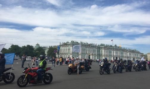 Петербургские врачи сели на мотоциклы и велосипеды