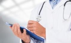 Правительство ограничит плановые проверки в клиниках и аптеках проверочными листами