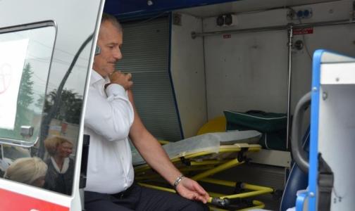В мобильном пункте у метро сделали прививку от гриппа главе Приморского района