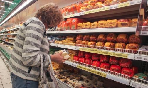 В магазинах Петербурга нашли два поддельных сыра