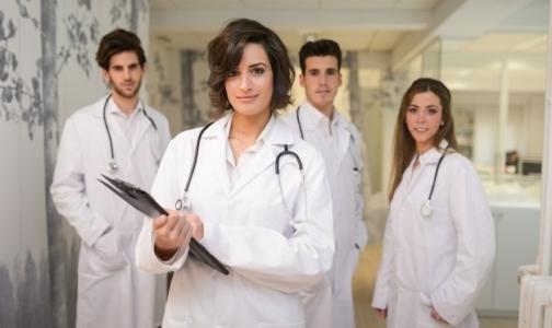 Аналитики: По числу врачей Петербург обошел Нью-Йорк и Париж