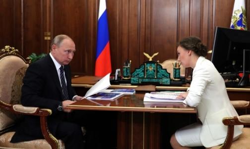 Владимиру Путину доложили: на орфанные лекарства детям не хватает 8 млрд рублей