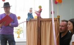 В Дом ребенка приехали стоматологи без бормашины — с куклами и зубными щетками