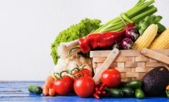 Санитарные врачи объяснили, как правильно мыть овощи и фрукты