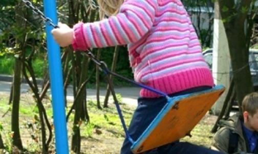 Чем опасны для ребенка батут, аквапарк и качели