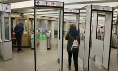 Петербуржец пожаловался омбудсмену на вредные для здоровья рамки в метро